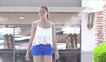 યુવાન સુંદર ચેક પોર્ન માંથી મસાજ દીવાનખાનું છોકરી માંગે છે તેના ડ્રાયવર્સ લાયસન્સ